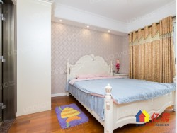 江汉区 范湖 (葛洲坝国际广场) 3室2厅2卫  117㎡价格含车位和家具家电  两证两年