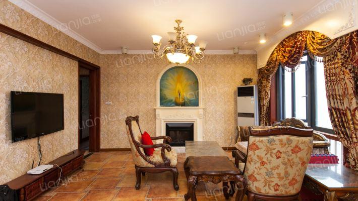 户型少见,精装修,带个大的阳光房,业主诚心出售。
