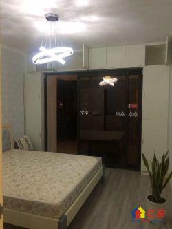 宝利金中央荣御 经典两房户型 房型通透采光好 双阳台 房东急