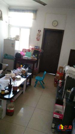 香港路西马新村小区中间,拎包入住。老证无贷无税,紫藤花园对面
