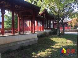 中国院子一线临湖独栋别墅 占地1亩大花园 800万随时看房