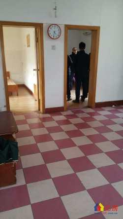 大东门燃料小区 两房一厅 户型通透采光好 有钥匙随时看房!
