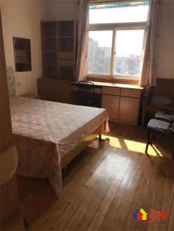 东湖边 东湖中学宿舍 中装三房 两证无税 户型方正