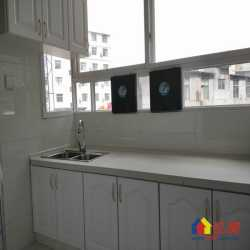 三阳小区,中间楼层精装修二室一厅公房,不占名额,小户型总价低