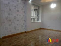 惠西小区舒适二室一厅一卫出售,户型方正,房屋明亮,精装修