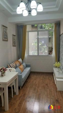 地/铁二号线中山公园 黄/金二楼 精装一室带书房 一梯两户