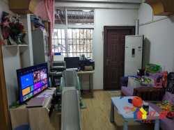 红光小区 精装两房 带50平大露台 老证费用低 随时看房