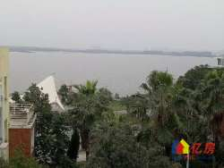 海天一色,一线临湖双拼大别墅,300平超大花园,看房随时。