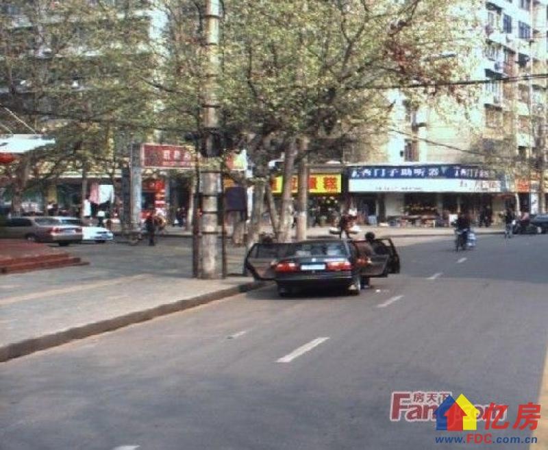 北湖附近,电梯房,全新样板间的豪华装修,,武汉江汉区新华台北路218号银丰公寓二手房3室 - 亿房网