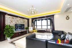 积玉桥绿地国际金融城 精装 4室2厅3卫  210㎡产权清晰两证满两年 诚心出售