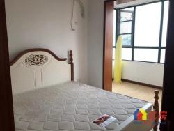 客厅卧室双阳台,可改两房,新装修拎包入住,老证诚心卖不跳价