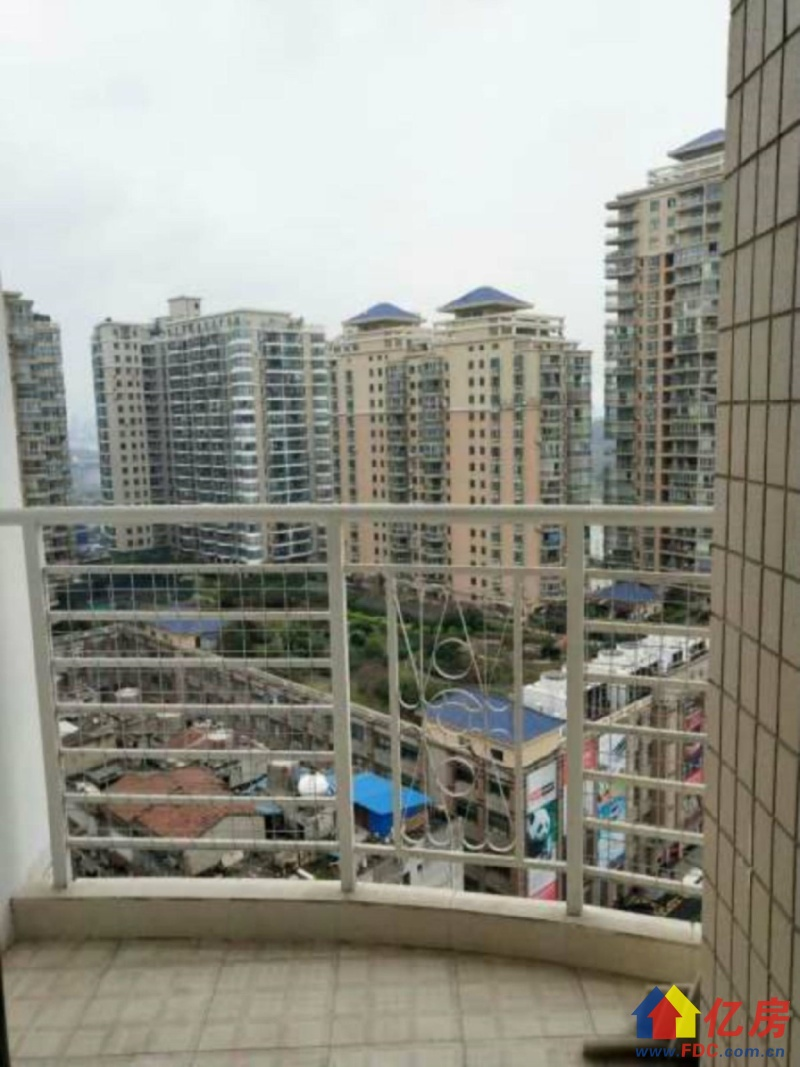 小户型电梯两房,主卧带阳台,房东自住的装修,老证无税有钥匙,武汉硚口区汉正街利济南路汉水街交汇处二手房2室 - 亿房网