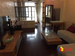 三号线三角湖站太子湖1号精装修两室两厅中间楼层证满两年
