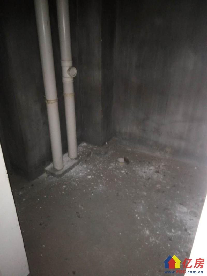 东西湖区 金银湖 银湖翡翠 3室2厅2卫  137㎡         有钥匙,武汉东西湖区金银湖东西湖区金山大道88号(银桥南侧)二手房3室 - 亿房网