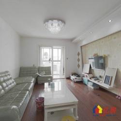 君安花园精装两房,客厅主卧带大阳台,直接拎包入住。