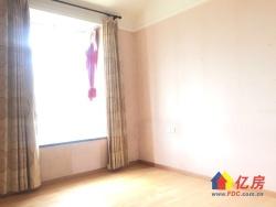 云鹤二组团,正规3房,客厅带阳台,挂边,老证,随时看房。