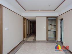 房东降价。豪华装三房 中间楼层采光好 对口一小 业主急售