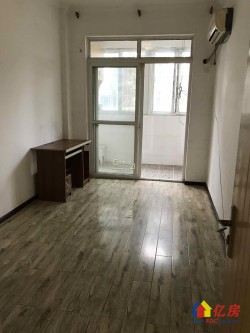 列电小区,中装两房,通透户型,两证齐全,有钥匙