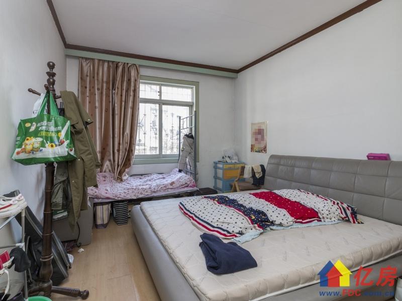 此房户型方正 南北通透户型,前面无遮挡 户型方正,武汉东西湖区常青花园张公堤外机场路旁二手房3室 - 亿房网