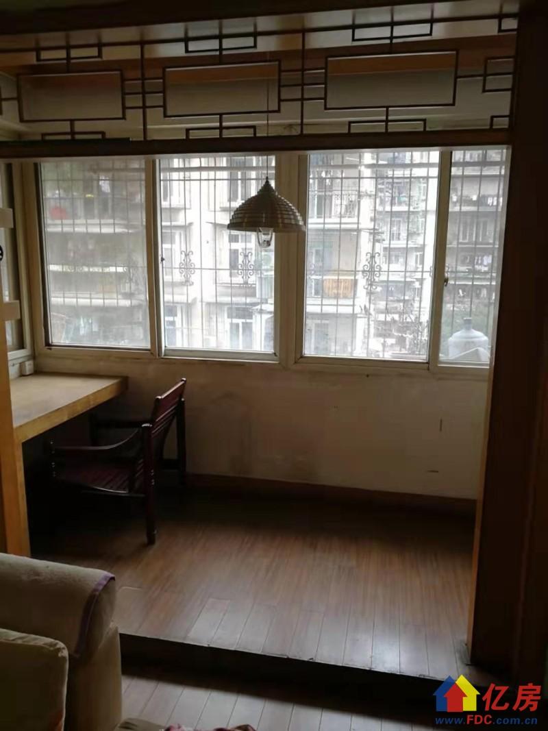 凯德正对面临地铁大格局双阳台 2室2厅1卫  95㎡,武汉硚口区古田硚口解放大道47号二手房2室 - 亿房网
