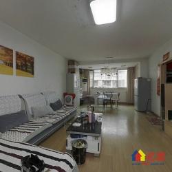 此房是常青花园三区经典的75平户型,户型实用