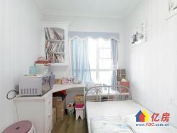 蓝光COCO时代 自住精装小3房 户型方正 中间楼层