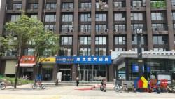 小王推荐二七国际地铁口铺,出口10米处,小区头铺,值得推荐