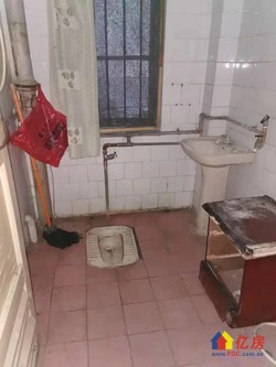 菱角湖地铁口 万科金域旁 一楼待超迁 一室一厅带阳台