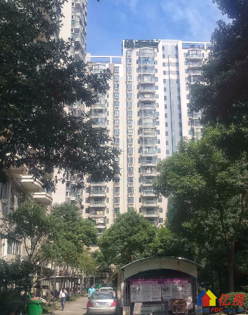 正长江之门 急售电梯三房 江滩二中都在附近!单价2万八千多,武汉江岸区三阳路江岸区六合路25号二手房3室 - 亿房网
