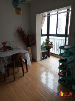 南国SOHO520 沃尔玛楼上 精装修两房 看房方便 !!!