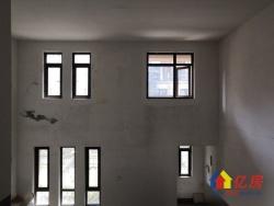 湖墅观止联排别墅,客厅挑高带电梯井,208平仅售270万