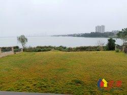 湖墅观止澜泊湾一线临湖的独栋别墅 送双车位车库和2亩地的花园