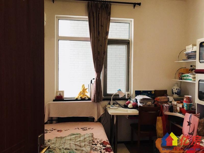 外滩棕榈泉品字两房诚心出售 老证 小户型很少出来一套卖一套,武汉江岸区永清江岸区山海路1-3号二手房2室 - 亿房网