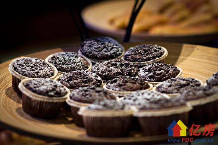 sweets-muffins-food-79650.jpeg