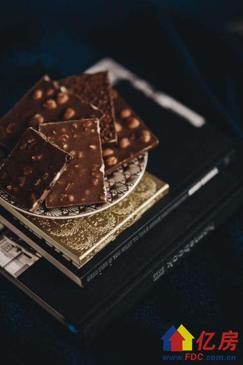 黑巧克力1.jpeg
