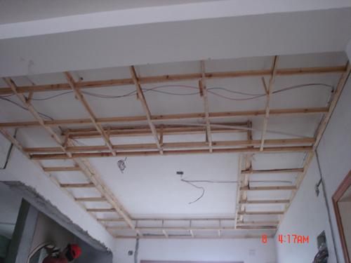 再用石膏板做成一个椭圆形的吊顶
