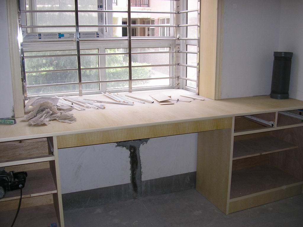 飘窗电脑桌设计效果图,飘窗改电脑桌效果图,卧室飘窗电脑桌