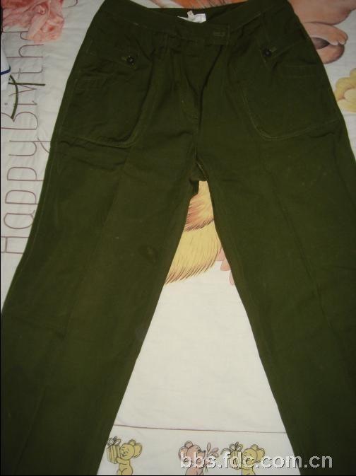 军绿色裤子配鞋子图