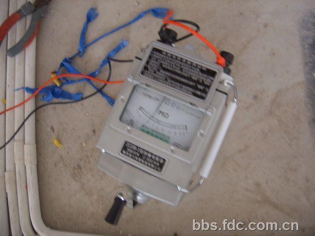 用摇表测电路的电阻值,通断及是否漏电现象