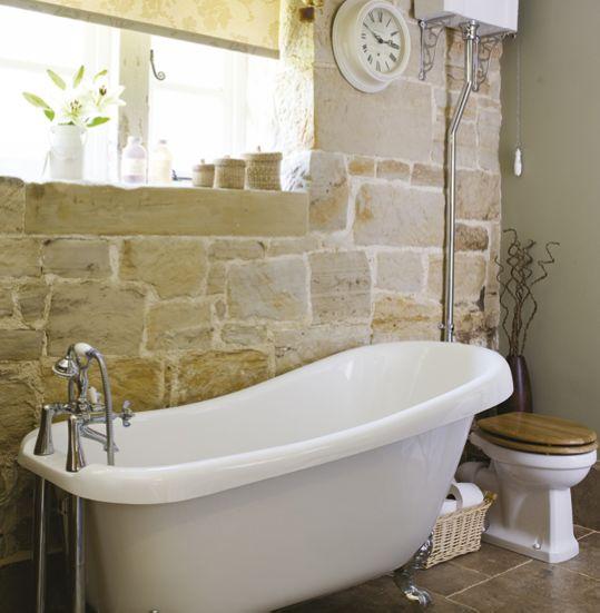 卫生间用户外的石头……连马桶冲水方式都是仿古的