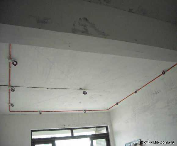 客厅吊顶灯线布置管路