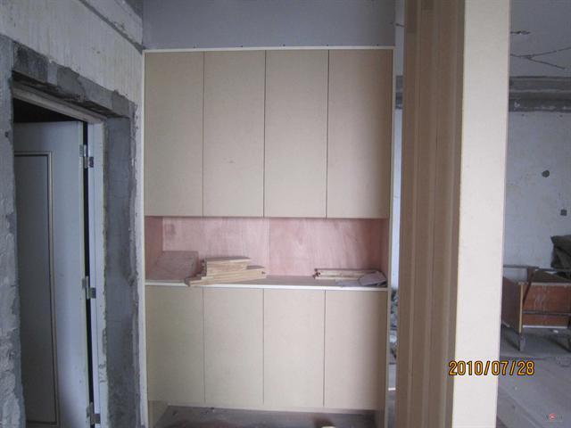 因为我的木工工程不多, 所以装修公司派了一个木工小李师傅.