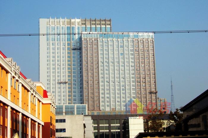 囧啊 我相当困惑 馨岛国际大酒店外墙到底是什么颜色?