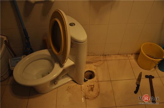 马桶下水管,一天漏水量大约100ml