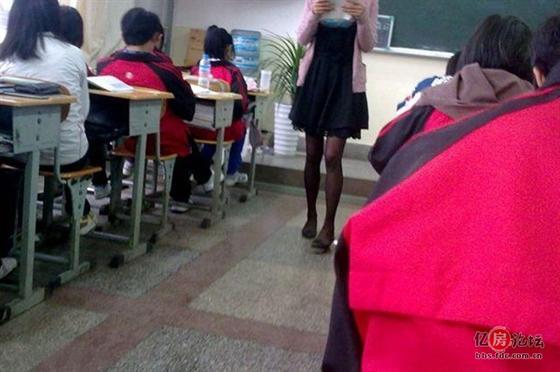吉林圣鑫偷拍_00后上课 偷拍 黑丝女老师!究竟是谁之错?