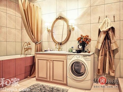 白色与金色的搭配:棕色的浴缸贴面,金色的各类边框,十分典型的欧式