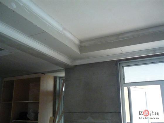 客厅的两圈石膏线