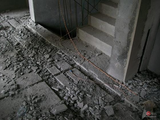 20:27|显示全部楼层   电路已经开槽中,各管线槽分开 jpg 水电监理