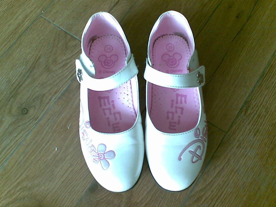 迪士尼白色皮鞋 35码
