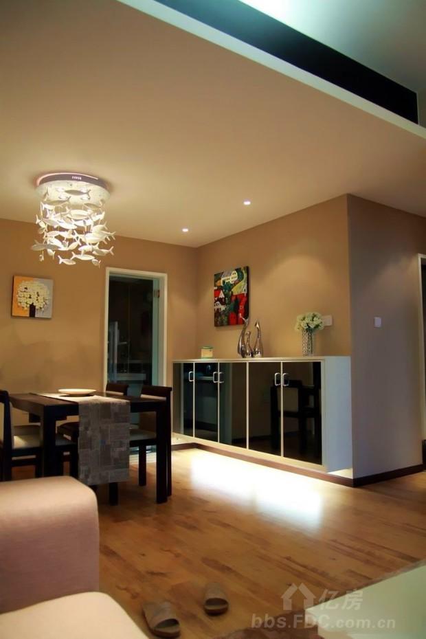 90平米简约两居室装修图